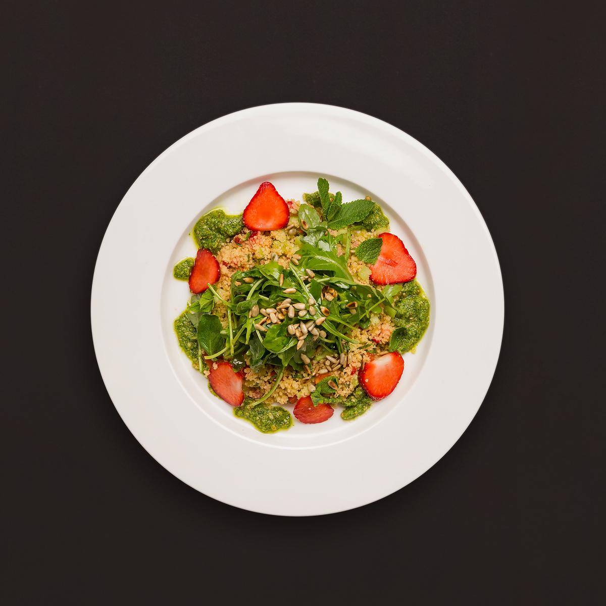 couscous erdbeer salat mit minze und rucolapesto rezept. Black Bedroom Furniture Sets. Home Design Ideas